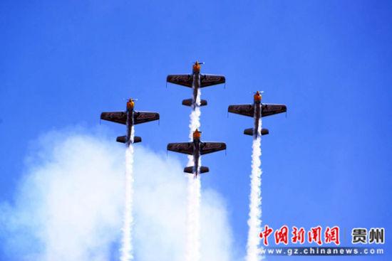 图为当地飞行表演。黄平县宣传部供图