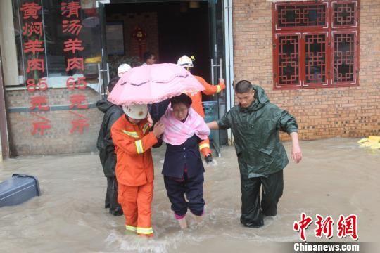 北京赛车pk10投注平台:贵州34个乡镇遭受特大暴雨袭击_贵阳拉响红色预警