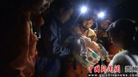 真人赌博平台:贵州威宁消防奋战洪灾