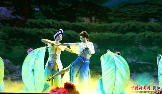 舞蹈:《心在黔南靠岸》