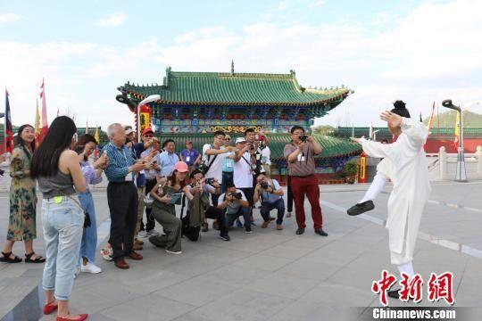 手机幸运飞艇开奖记录:海外华人媒体代表参访古城福泉