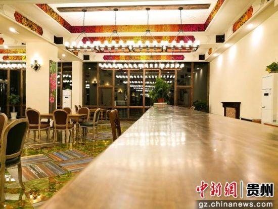 澳门游戏厅网址:贵州唯一色彩山庄开业_引百名旅游大咖体验