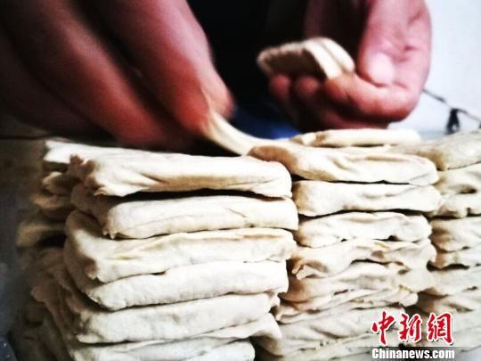 """幸运飞艇官方指定:贵州大方县六龙古镇:""""小豆腐""""闯出""""大市场"""""""
