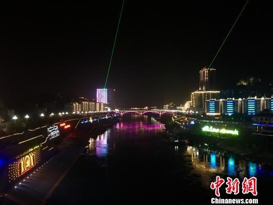 沿河土家族自治县依托乌江画廊与沿河土家族山歌打造旅游景区。 杨云 摄