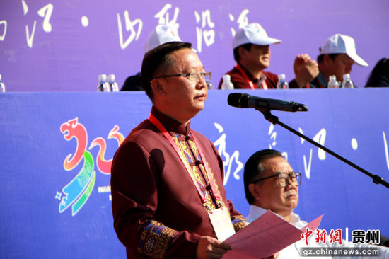 沿河土家族自治县人大常委会主任席宁主持庆祝大会。