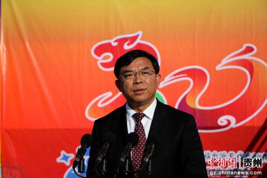 铜仁市祝贺团团长、市人民政府代理市长陈少荣。