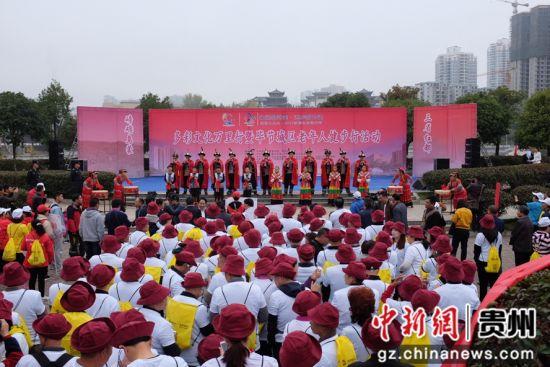 图为活动开幕式表演。