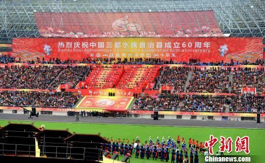 60周年县庆现场热闹非凡。 黄庆松 摄