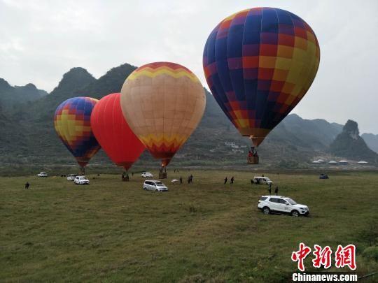 热气球户外运动项目。 刘鹏 摄