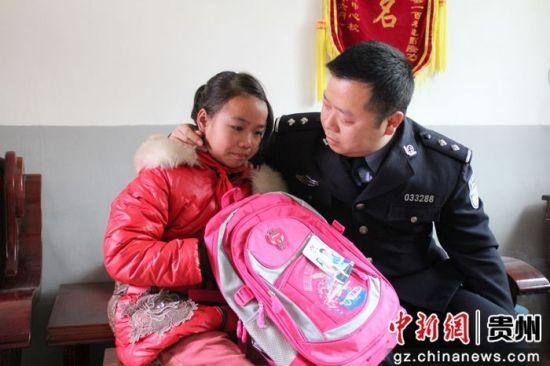 """澳门电玩城网址:长顺交警刘全:事故家庭儿童的""""警察爸爸"""""""