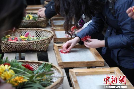 """金沙国际娱乐网站:中国千年古法造纸""""进城记"""":延续技艺的生命"""