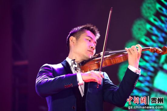 小提琴独奏《梁祝》,表演者:王鹏.