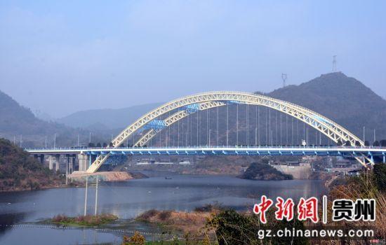必发彩票会员注册:贵州清镇:龙凤大道全线竣工通车
