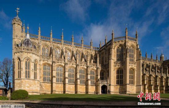 当地时间2018年2月9日,探访位于英国温莎城堡的圣乔治教堂,英国哈里王子和未婚妻梅格汉・马克尔的婚礼将于今年5月19日在这里举行。