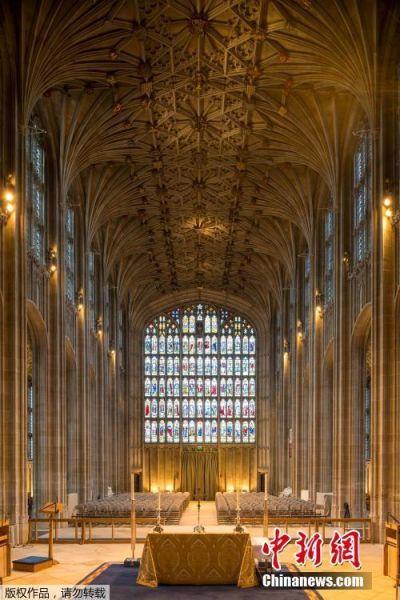 圣乔治教堂在温莎城堡西区中部,始建于1475年,是一座当时盛行的哥特式垂直建筑,其建筑艺术成就在英国仅次于伦敦市区的威斯敏斯特教堂。
