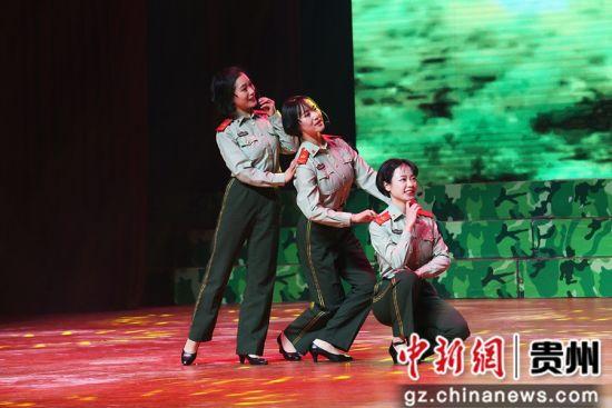 表演唱《青春女兵》