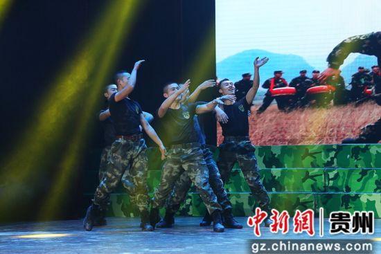 男子群舞《拉练归来》