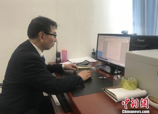 杜师傅正在工作。王文龙 摄