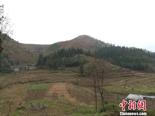贵州省盘州市鸡场坪镇移山村一角。冷桂玉 摄
