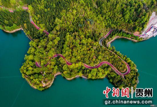 百里杜鹃湖 徐俊摄