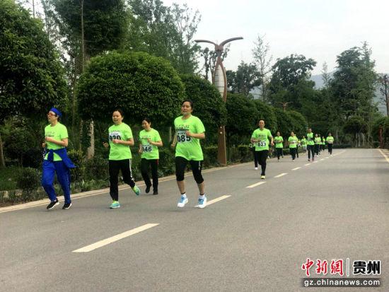 参赛人员享受着运动带来的愉悦