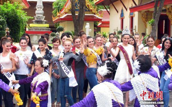 5月10日,2018年国际旅游小姐冠军总决赛在泰国曼谷举行,来自55个国家和地区的参赛佳丽在曼谷参观皇宫、寺庙、文化展览。 中新社记者 钱兴强 摄