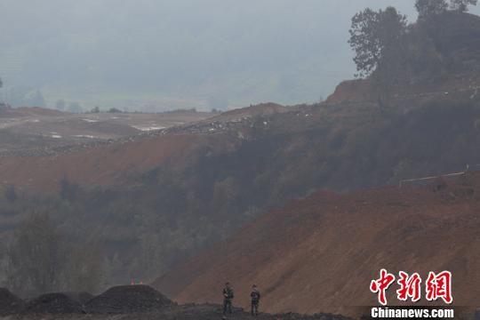 中石油天然气管道贵州晴隆段燃爆后的现场。 瞿宏伦 摄