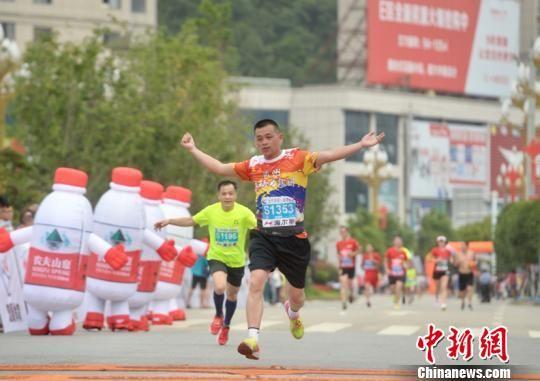 2018贵州・长顺国际山地马拉松赛比赛现场。武敏 摄