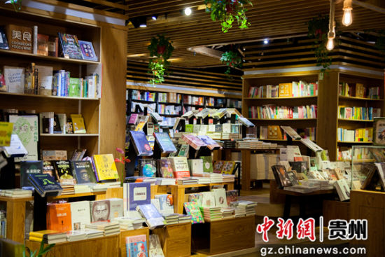 亨特城市广场内千翻与作书店。