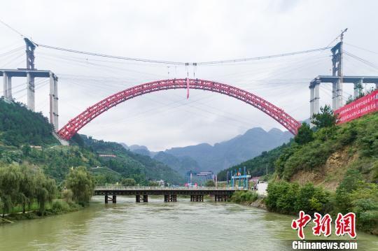 北京pk10是正规彩票么:世界最大跨径上承式钢管混凝土拱桥主拱合龙