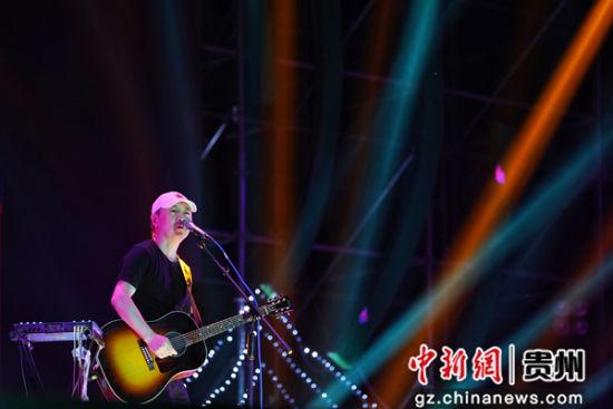 图为崔健音乐节献唱。刘鹏飞 摄
