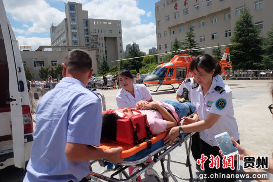 图为直升机医疗救援演练现场。黄蕾瑾摄