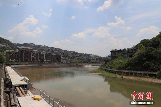位于贵州省仁怀市茅台镇境内的赤水河。瞿宏伦 摄