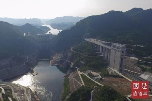 图为贵州省遵义市余庆县乌江构皮滩水电站通航工程建设接近尾声。 中新社 瞿宏伦 摄