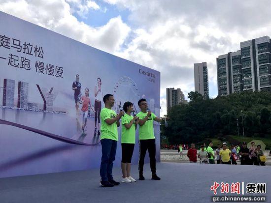 杨茗茗和冯殊做跑钱动员。