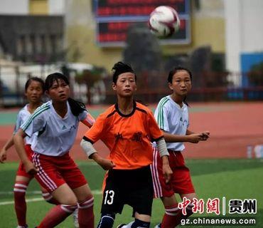 校园足球训练 赵明发 摄