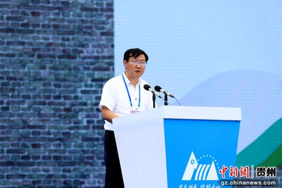 安顺市委副书记吴刚平主持大会第二阶段议程