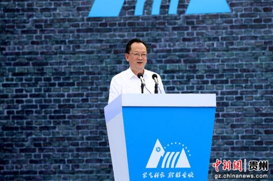中共安顺市委书记曾永涛作推介讲话。