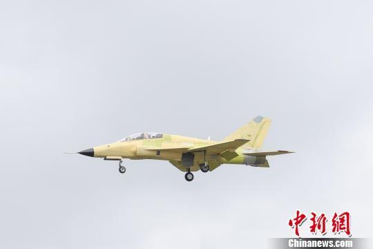 国航空工业FTC-2000G多用途战机28日在贵州安顺机场首飞成功。 唐福敬 摄
