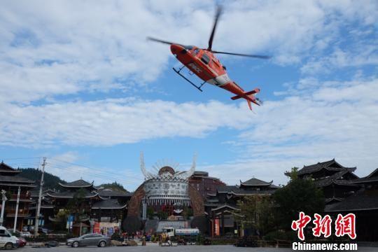 图为救援直升机。