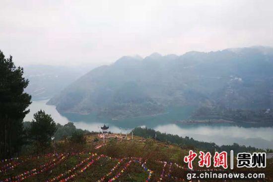 10月12日至13日,贵州省铜仁市德江县举行美丽乡村文化旅游展示活动,庆祝丰收及乡村旅游、农旅一体建设,取得阶段性成果。唐福敬摄