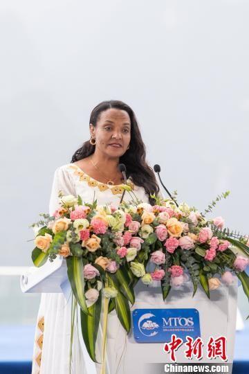 图为埃塞俄比亚文化旅游部国务部长布珠尼斯・梅瑟特在2018国际山地旅游暨户外运动大会上讲话。