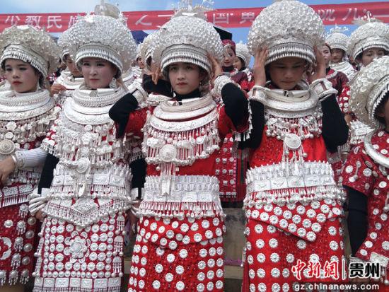 民族服饰。曾雪梅 摄