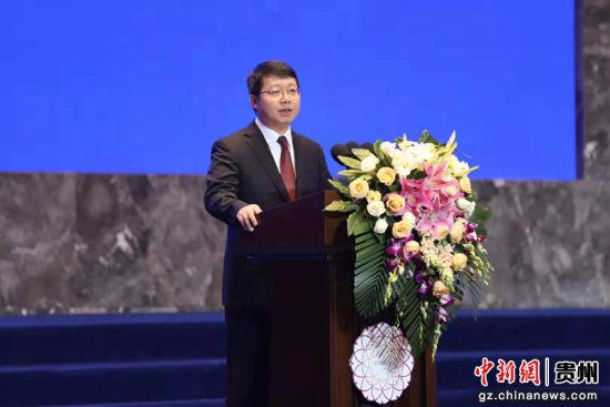 中共六盘水市委副书记、市人民政府市长李刚致欢迎辞。