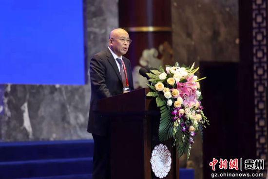 中共中央对外联络部原副部长周力致辞。