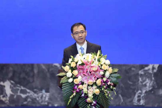 商务部对外投资和经济合作司商务参赞刘民强致辞。