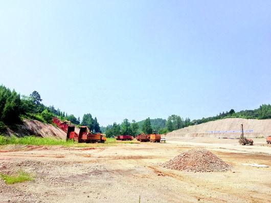 贵州大龙动力锂电池梯次利用及回收项目施工现场。