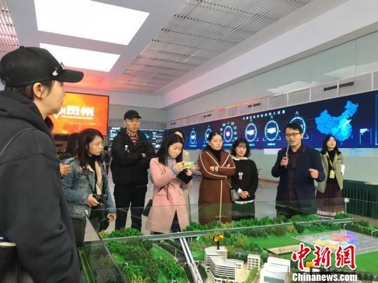 货车帮工作人员正在介绍企业的大数据平台。冷桂玉 摄