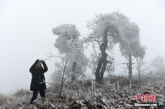 图为贵州省遵义市余庆县白泥镇。中新社发 贺春雨 摄