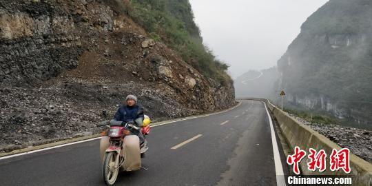 茅台集团援建通村道路。 曾实 摄